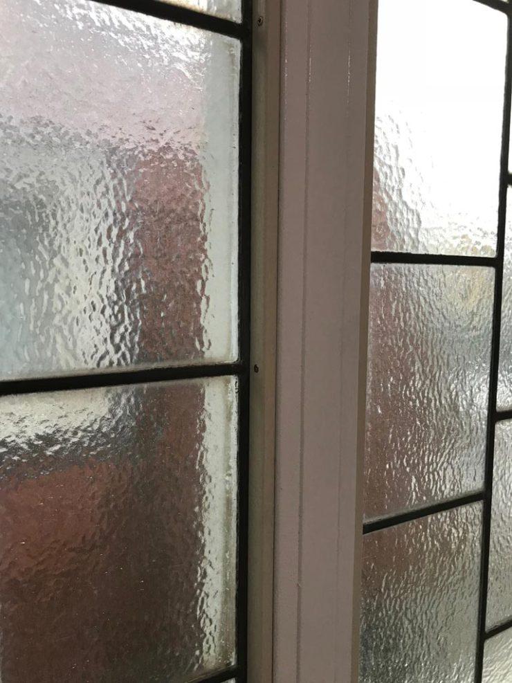 Glas in lood in trappenhuis geïsoleerd